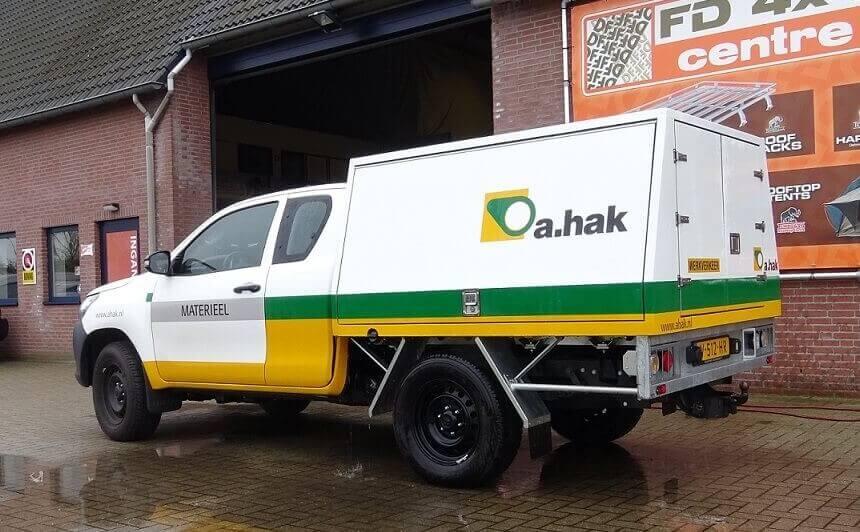 Custom hardtop Toyota Hilux